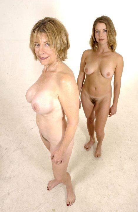 girls naked playing video games