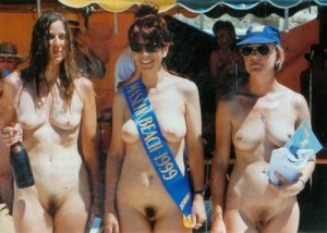 aussie mom-daughter nudists 1999,mom is center,daughter is left
