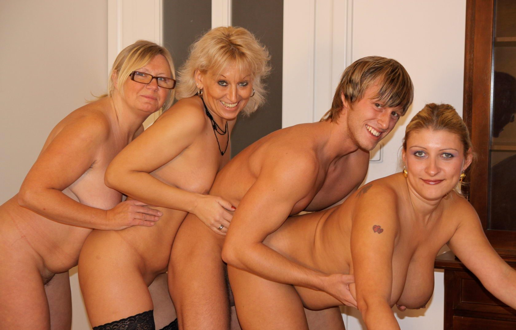Mature moms party — pic 4