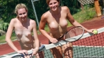 mom+daughter play tennis