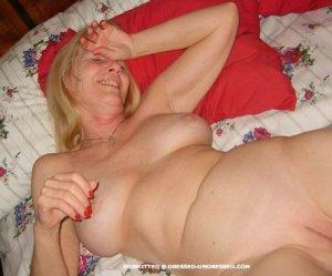 2012-04-25-16246-blonde-skirt-2